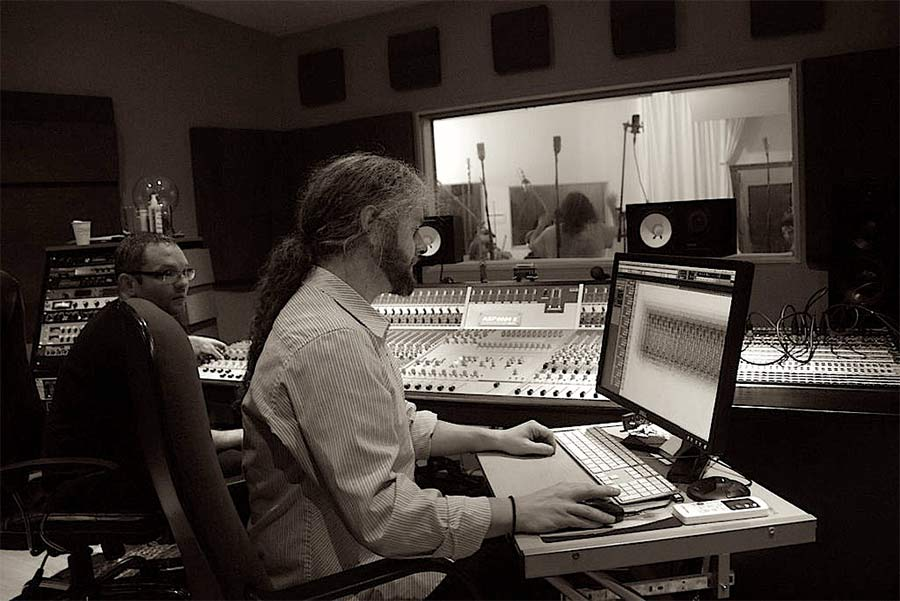 """Simon """"Fuzzy"""" Ratcliffe in studio"""